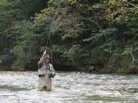 Passionierter Fliegenfischer - Fischerdorf Opponitz - Interhunt - Fliegenfischen